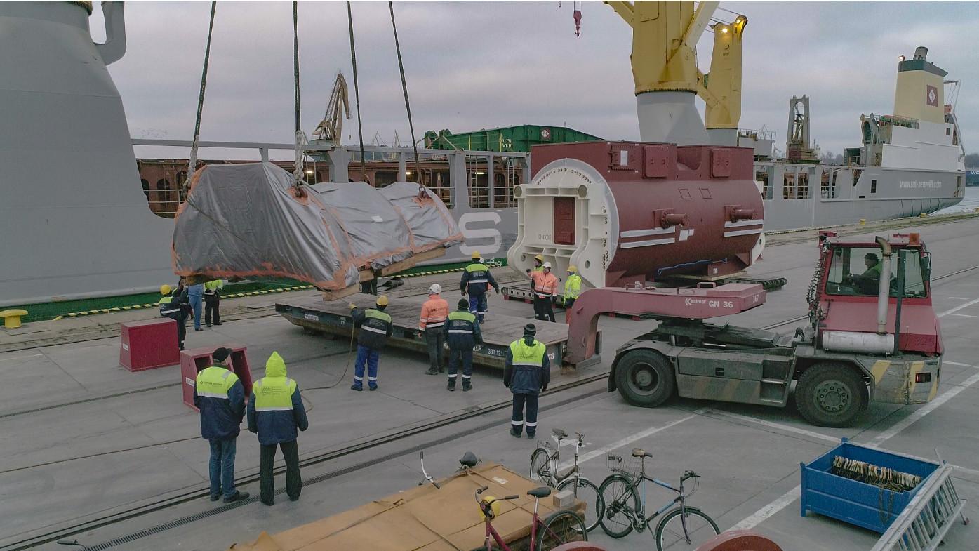 Project logistics - case studies - handling of heavy cargo in port