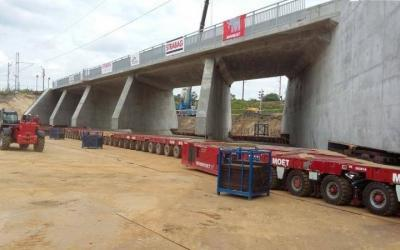 ESA supported Mammoet B.V in the transshipment operation at construction site in Warsaw, Poland