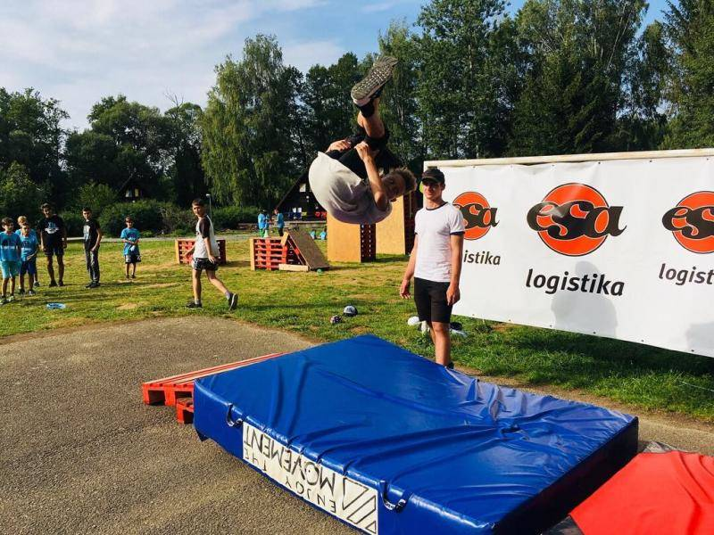 Parkour by Tary, ESA logistika logo