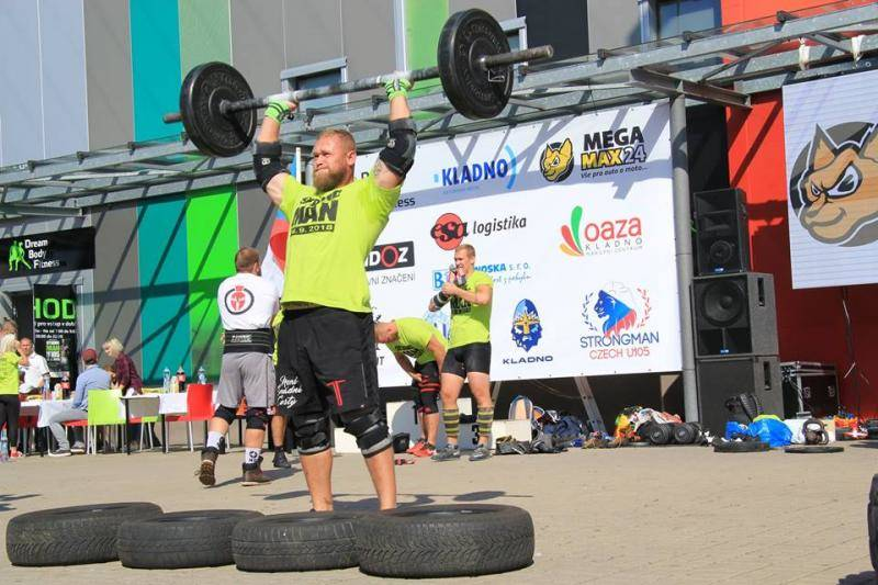 ESA logistika supported the Czech Championship Strongman U105 at truck pulling discipline