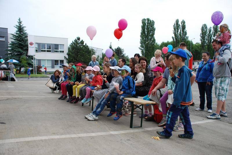 ESA logistika Day 11.06.2016, children sitting