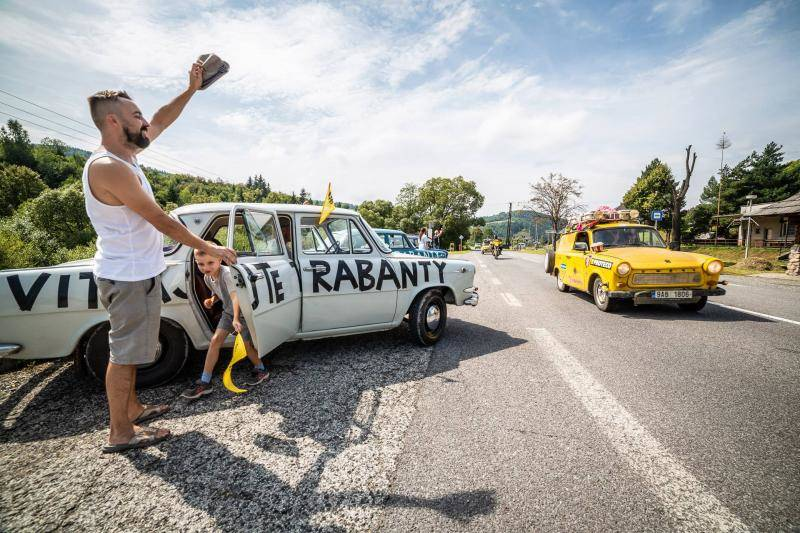 Welcome trabants - Yellow Trabants