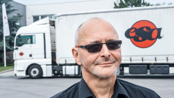 Roman Pekrt with sunglasses in front of truck