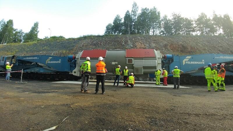 Speciální přepravy ESA logistika - přeprava modulu pro  elekrárnu za pomocí speciálních železničních vagónů Schnabel, zaměstnanci, výstavba na zelené louce,