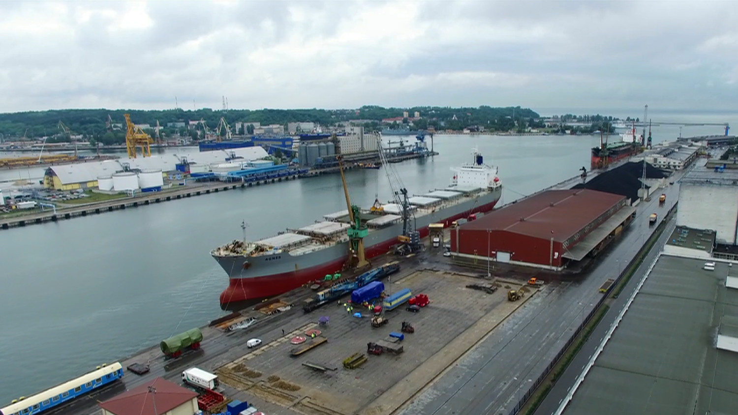 Special transport - View of the harbor. Unloading of oversized equipment from a seagoing ship for subsequent transhipment by rail.