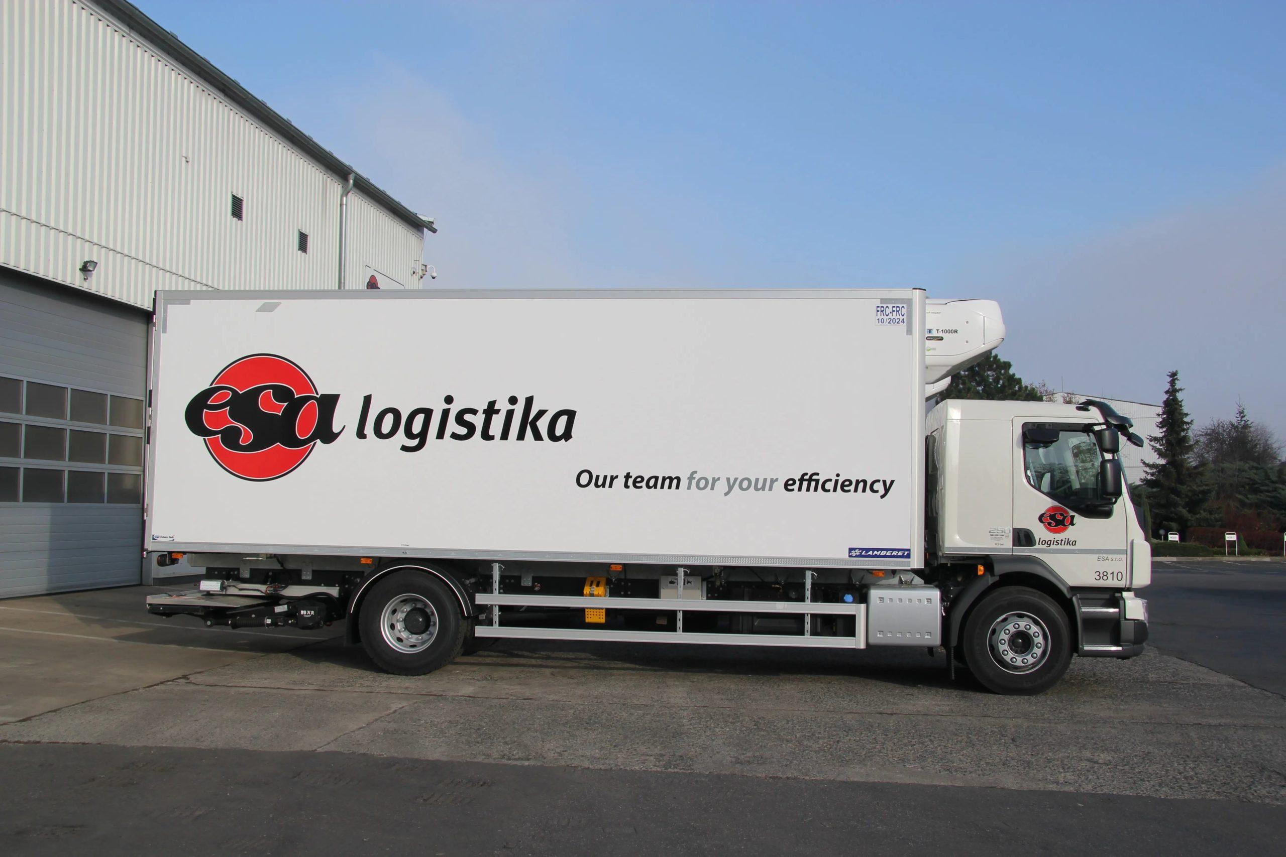 Usługa transportowa FTL Premium, ciężarówka z logo firmy ESA
