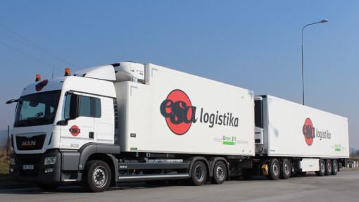 Kamionová doprava využívá velkokapacitní nákladní vozy pro úsporu PHM a personálu. Na obrázku sólový nákladní tahač a přivěšeným návěsem.