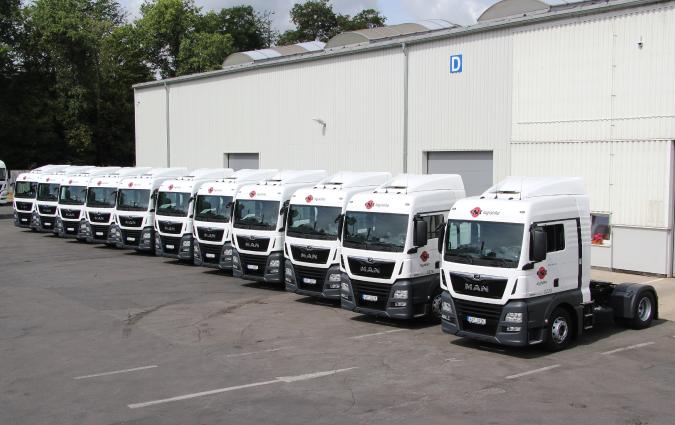 Nových 13 tahačů nastoupilo do služby v barvách ESA logistika.